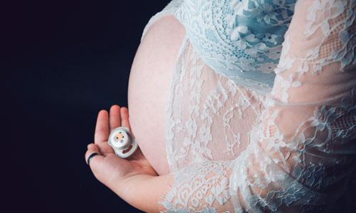 NW-Fotodesign-Babybauchfotografie-mit-Schnuller